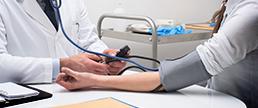 A diferença entre a PA sistólica medida em ambos os braços e a mortalidade CV e por todas as causas